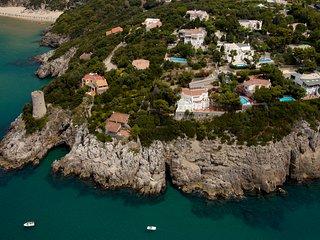 villa con piscina e vista a 180° sul mare