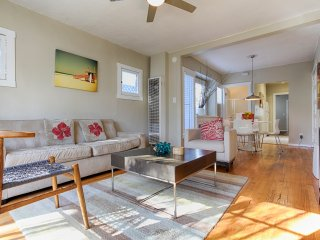 Classic Cottage near Abbot Kinney and the beach w/parking!