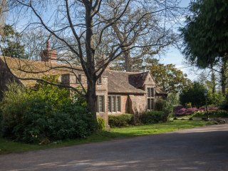 The Wing at Pekes Manor - a charming Edwardian private apprtment