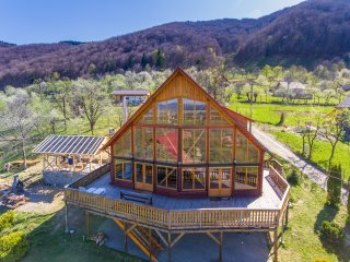 Carpathian Log Home 2, Bran