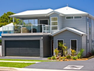 Hawkesnest Luxury Villa 1 at the Heart of Huskisson.