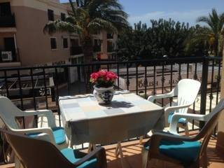 Lovely 2 bed beach apartment, excellent location, Los Alcázares