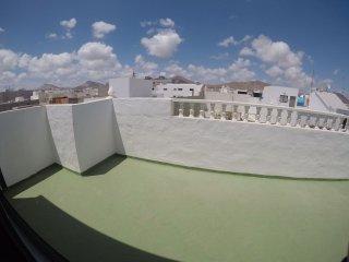 Arrecife, 3 habitaciones y terraza soleada.