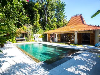 Your own secluded private pool & Tropical Gardens. Perfect spot to unwind and relax .300mts to Beach