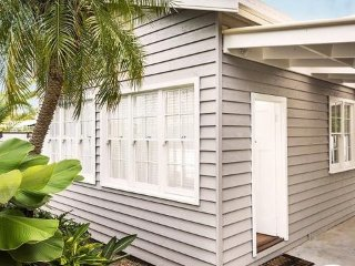 Inala House - Luxury Cottage in the Heart of Town