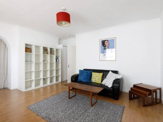 Lovely apartment, ten minute walk to beach, station, bars & restaurants, Brighton
