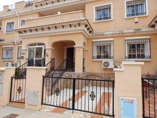 3 Bed, 2 bath House, free Wifi near to Villamartin