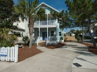 Close to Beach: Very Short Walk! Heated Private Pool! 3 King Mstrs, 2 Full Bunks