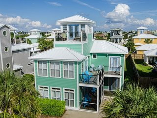 1 Block to Beach! Private Pool~FREE Golf Cart ~5 King Masters w/ensuite Baths