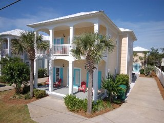 1/2 Block to Beach! Private Pool! 7 Bdrms w/5 King Masters, separate Guest House