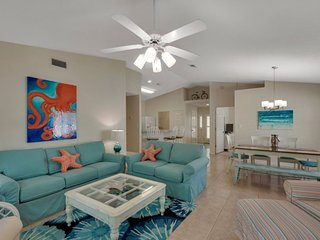 Enjoy Maravilla Amenities & Private Beach! New Decor ~ Heated Pool! Dogs OK