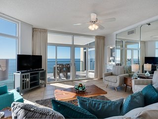 Beach Front - Awesome Views! New Decor! 2 King Masters + 2 Queen Bedroom