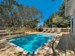 New Private Pool & Remodel! Nature & Lake Views! 4 King Masters & 2 Bunk Rooms
