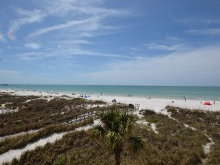 Blue Shell House Premium Beach front Townhome B, Redington Shores