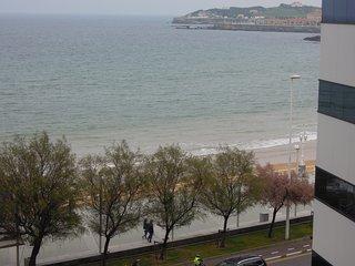 Bonito y centrico  apartamento con wifi, frente a Playa de San Lorenzo, Gijon