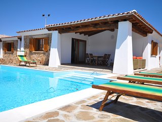 Villa Antea , PRIVATE HEATED POOL, 500 meters from the beach