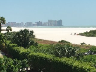 Beachfront Condo with views of Beach from everyroom!