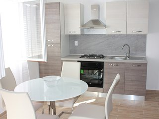 Stipe Apartman, Maslenica