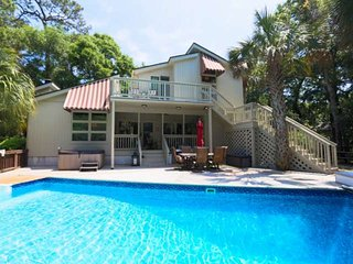5 min Walk to the Beach! Pristine, Renovated House w/ Private Pool, Hot Tub, Bea
