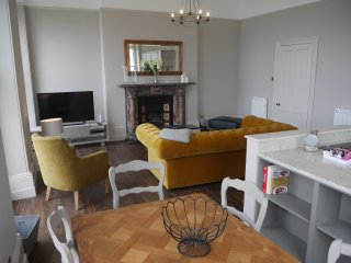 Sir Francis Drake Apartment 1 Elliot Terrace 2 bed with sea views over Hoe
