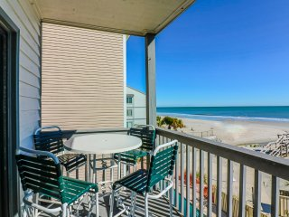 Oceanfront family friendly condo, walk to pier + restaurants, amazing view!