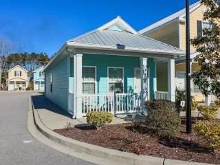 Charming 2 Bedroom Gulfstream Cottage, Short Walk to the Beach