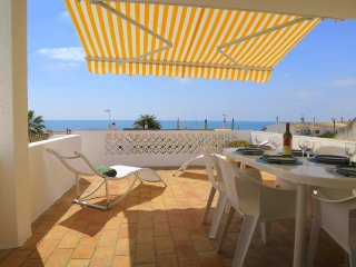 Casa Carmo, seaviews, 2 minutes walk to the beach.