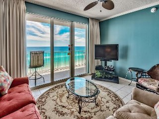 Beautiful Views of the Gulf of Mexico From a Private Balcony! Reserve today!