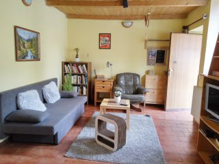 Cozy CENTER hideaway 5 MINS from OLD TOWN SQUARE!