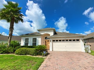 Affordable 4 Bedroom 3 bath Highlands Reserve home 7 miles to Disney from $163nt