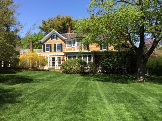 Southampton Village Estate with Tennis, Heated pool and Spa