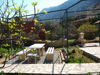 Kotor Muo 1- 40 m. from the beach with garden grill