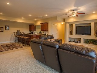 Blissful Retreat - 5 bedroom, 3 bath home located at Branson Creek-Sleeps 12