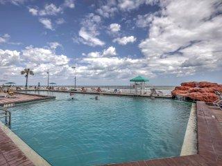 Daytona Beach Resort Condo w/Pool & Hot Tub Access