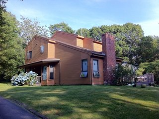 Contemporary in Beautiful Narragansett
