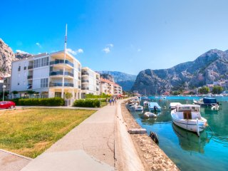 AP 4+0 in one of the most luxury building in Omis