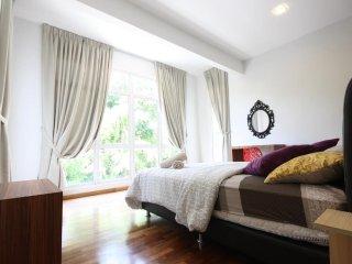 8 Bedrooms Corner Shamrock Beach Villa