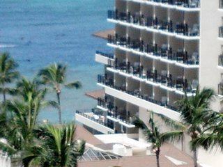 Waikiki Beach Apartment with Ocean View - Steps to Beach # 1409, Honolulu