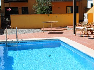 Ground floor apartement in centre of Torroella de Montgrí, com.pool!