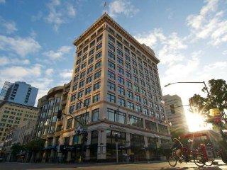 Gaslamp Plaza Suites Luxury Studio, sleeps 4, Aug.20-27, Only$1,199/entire week!