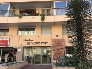 hearth of Cannes closer to Palais ( 3' walk)