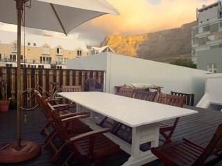 Kloof Street Cottage with huge deck & panoramic views in the heart of Cape Town