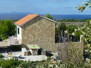 Robinsonhaus in Traumalleinlage auf 6000m² Privatgrundstück oberhalb von Milna
