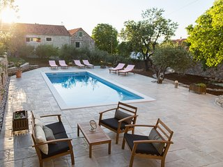 Vacation house Šumica with swimming pool!