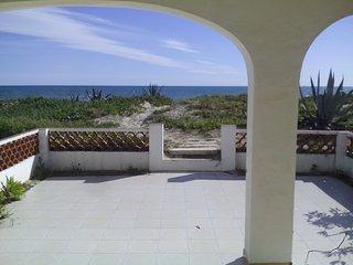 Bonita casa en primerísima línea de playa Denia -Zona Deveses-Playa Santa Ana