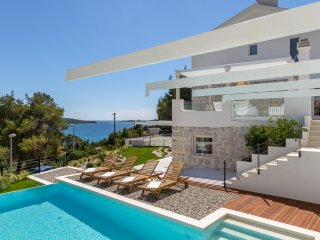 Amazing 4 Bedroom SeaSide Villa - very close the beach and center of Primaten
