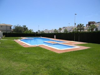 Excellent ground floor apartment with Garden and WiFi in Los Dolses