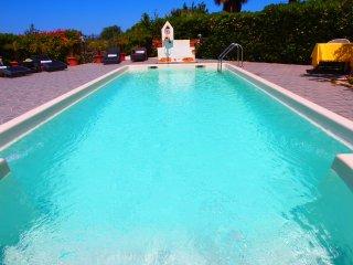 HOLIDAY HOUSE PERLA BIANCA, PRIVATE POOL, FREE WI-FI