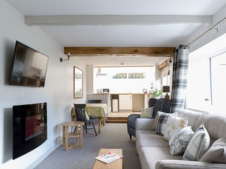 Somewhere Special -Newly renovated contemporary 17th Cent Cumbrian cottage for 2, Greystoke