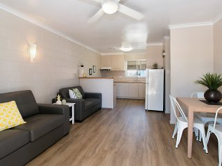 Mavic Court Unit 4 - Walk to Rainbow Bay Beach, Coolangatta and Tweed Heads